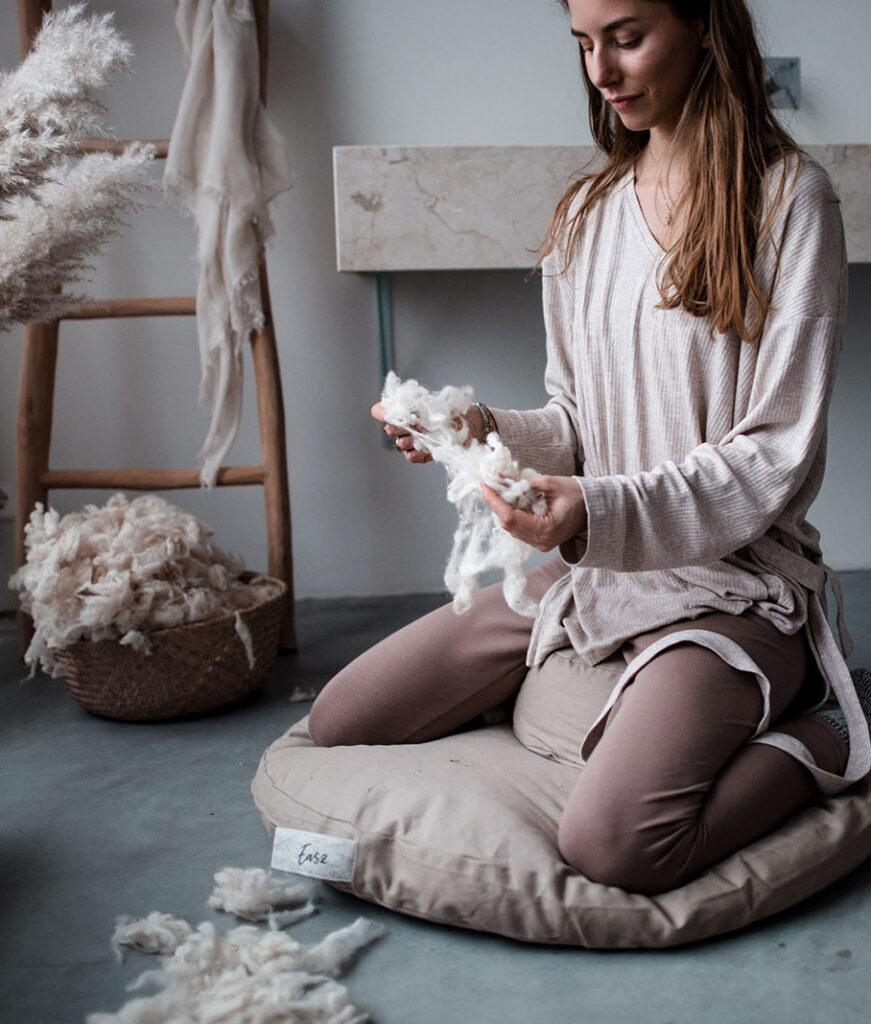 Meditatiekussen en zabuton gebuld met schapenwol
